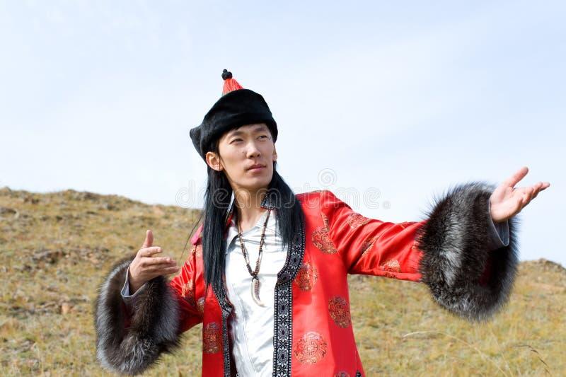 Mens in Mongools kostuum stock afbeeldingen