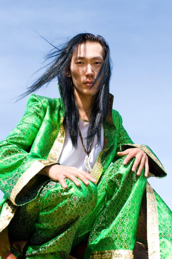 Mens in Mongools kostuum royalty-vrije stock foto