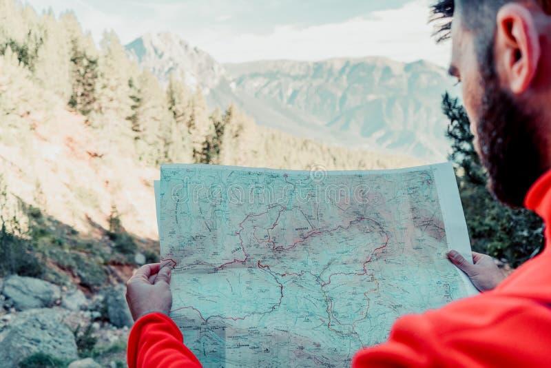 Mens op de berg stock afbeelding
