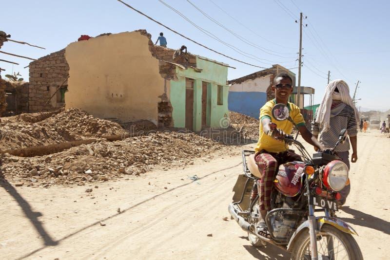 Mens op een motorfiets, Ethiopië royalty-vrije stock afbeeldingen
