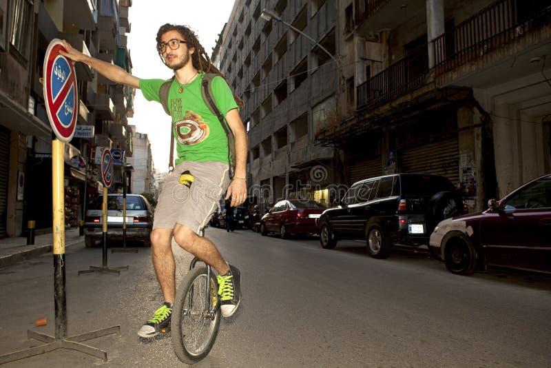 Mens op een unicycle, Libanon stock foto