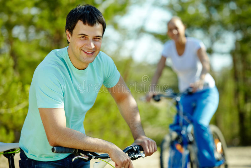 Download Mens op fiets stock afbeelding. Afbeelding bestaande uit fiets - 29514435