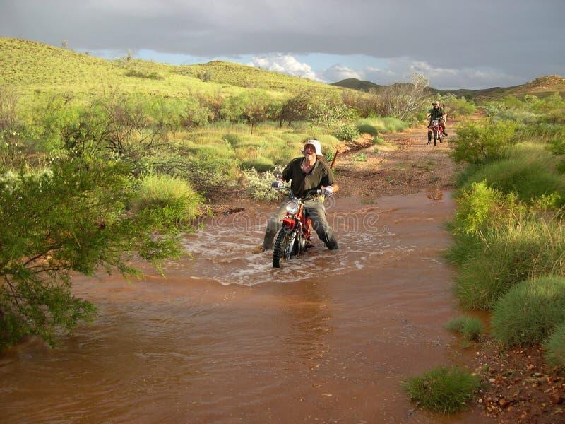 Mens op fiets royalty-vrije stock afbeelding