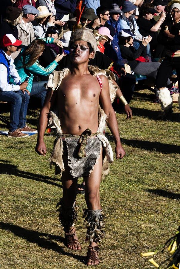 Download Mens In Traditioneel Inca Costume Inti Raymi Festival En Menigte Redactionele Foto - Afbeelding bestaande uit gras, inti: 107707451