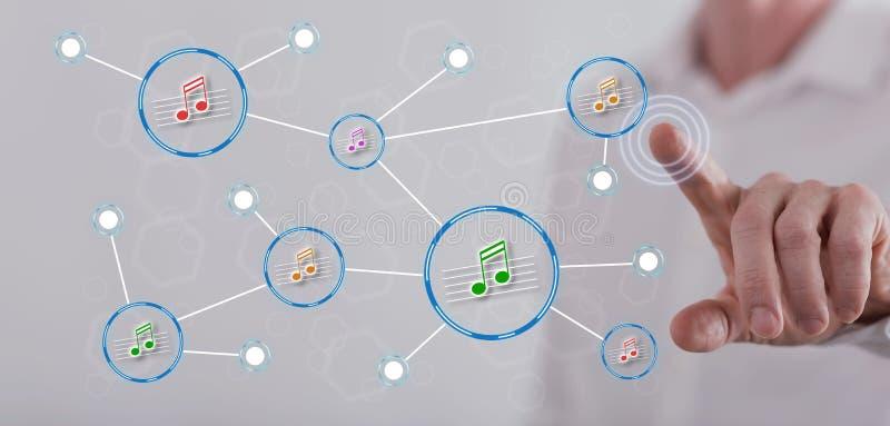 Mens wat betreft een muziek die netwerk op het aanrakingsscherm delen vector illustratie