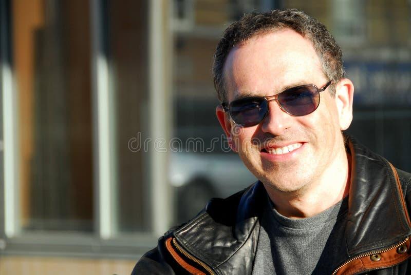 Mens in zonnebril royalty-vrije stock foto