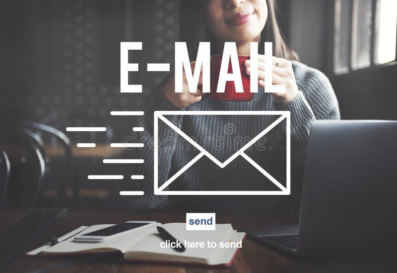 A mensagem de Envelpoe da correspondência do email entrega o conceito imagem de stock