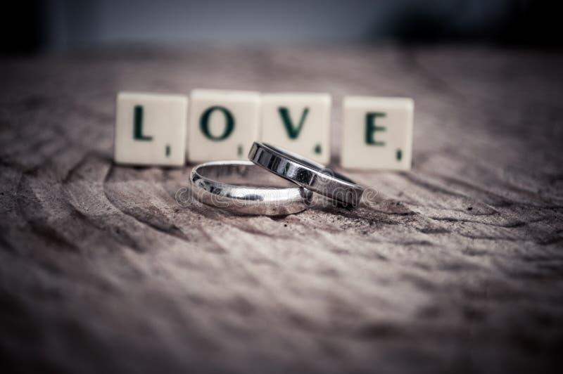 Mensagem do amor nas telhas fotografia de stock royalty free