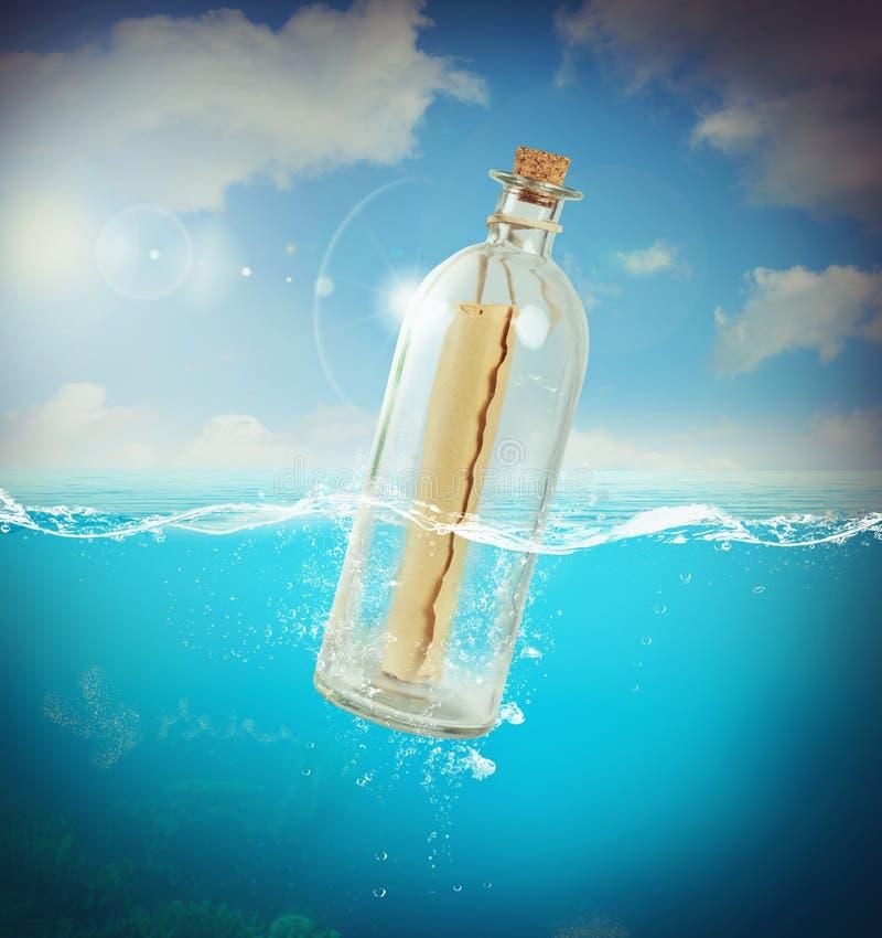 Mensagem em uma garrafa fotografia de stock