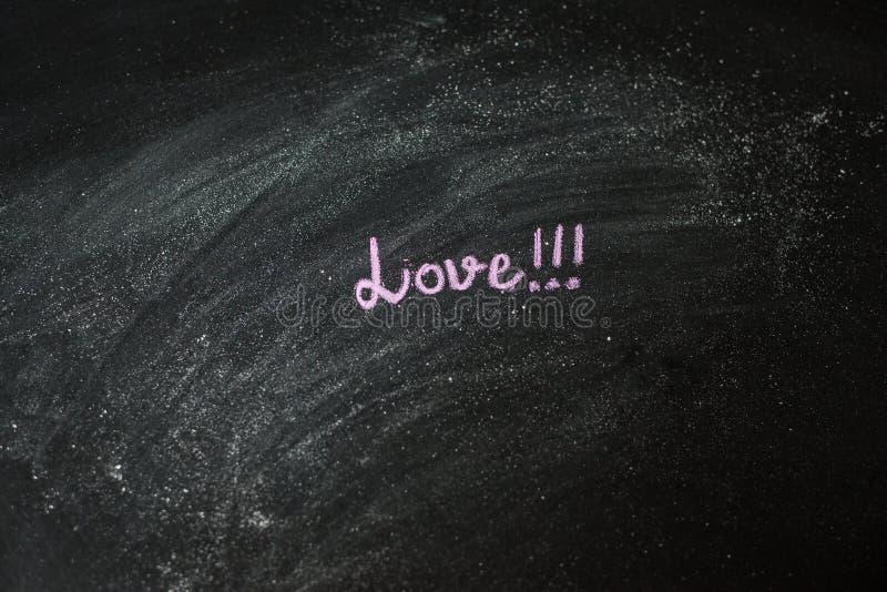 Mensagem escrita à mão em um quadro: Amor fotografia de stock royalty free