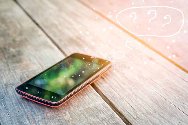 Mensagens de SMS e o conceito de uma comunicação no email imagem de stock royalty free