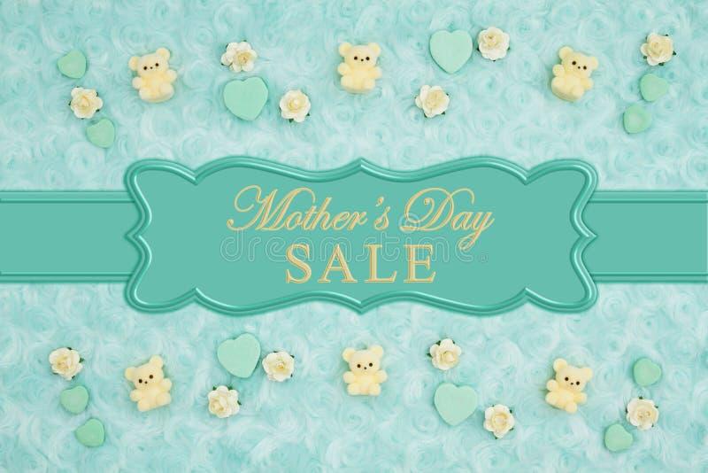 Mensaje de la venta del día de madre con los corazones del caramelo del trullo, los osos de peluche y los brotes de la rosa en un stock de ilustración
