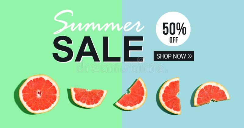 Mensaje de la venta del verano con los pomelos imágenes de archivo libres de regalías