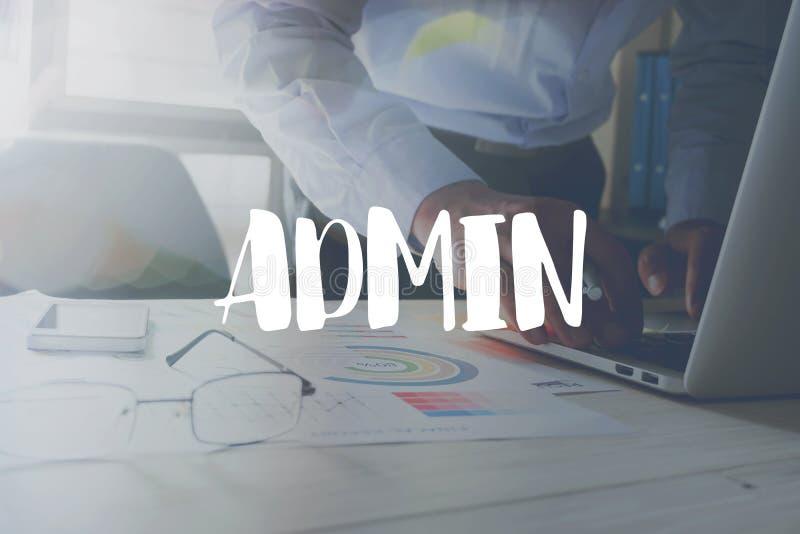 Mensaje del Admin en el trabajo en la oficina en fondo de la tabla fotografía de archivo libre de regalías