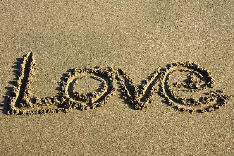Amor Escrito En Arena: Mensaje Del Amor Escrito En Arena Imagen De Archivo