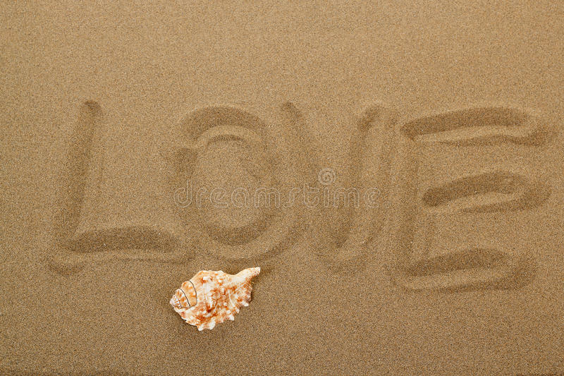 Mensaje del amor escrito en arena foto de archivo