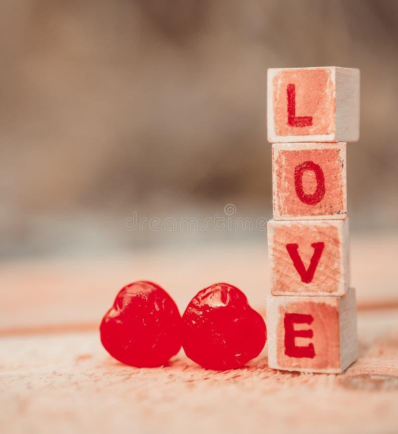 Mensaje del amor escrito en bloques de madera fotografía de archivo libre de regalías