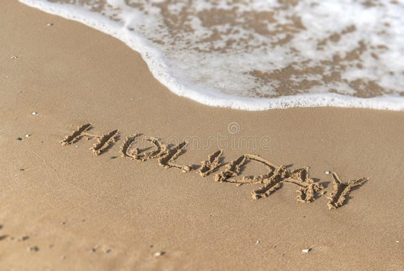 Mensaje del día de fiesta en la playa fotos de archivo libres de regalías
