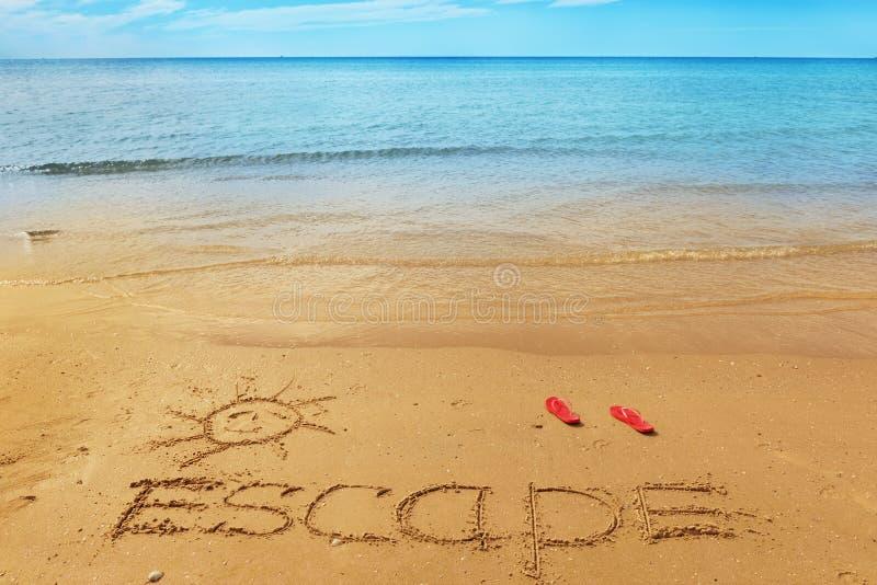 Mensaje del escape en la arena imagen de archivo libre de regalías