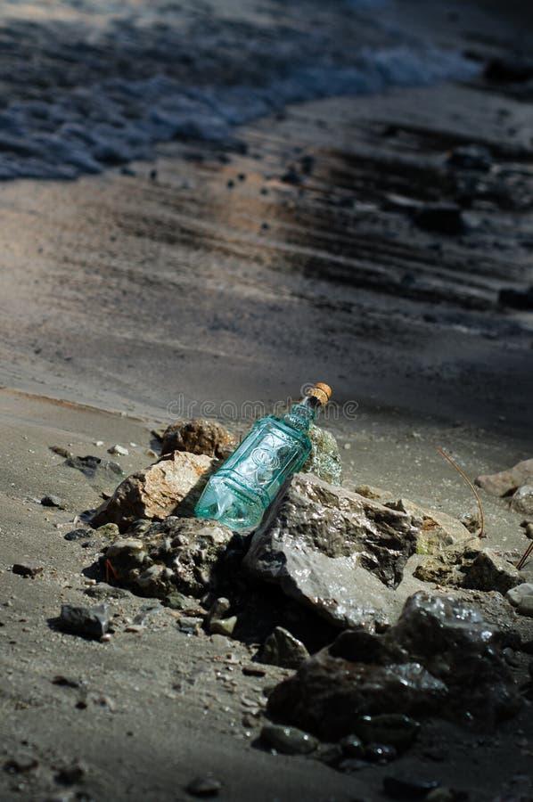Mensaje en una botella imagen de archivo