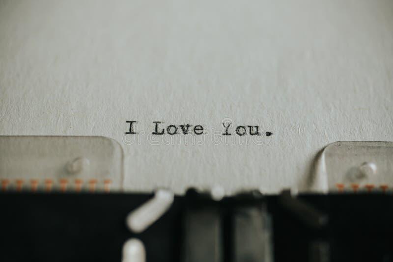 Te Amo Escrito En La Arena Imagen De Archivo Imagen De: Mensaje Te Amo Impreso En La Máquina De Escribir Imagen