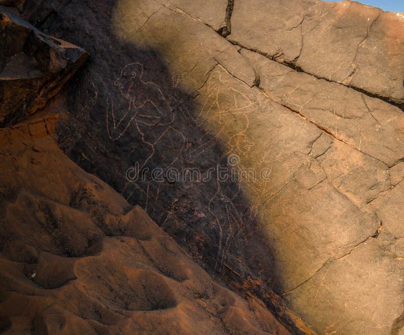 Menschlich - Höhlenmalereien und Petroglyphen bei Boumediene, Tassili-nAjjer Nationalpark, Algerien stockbilder