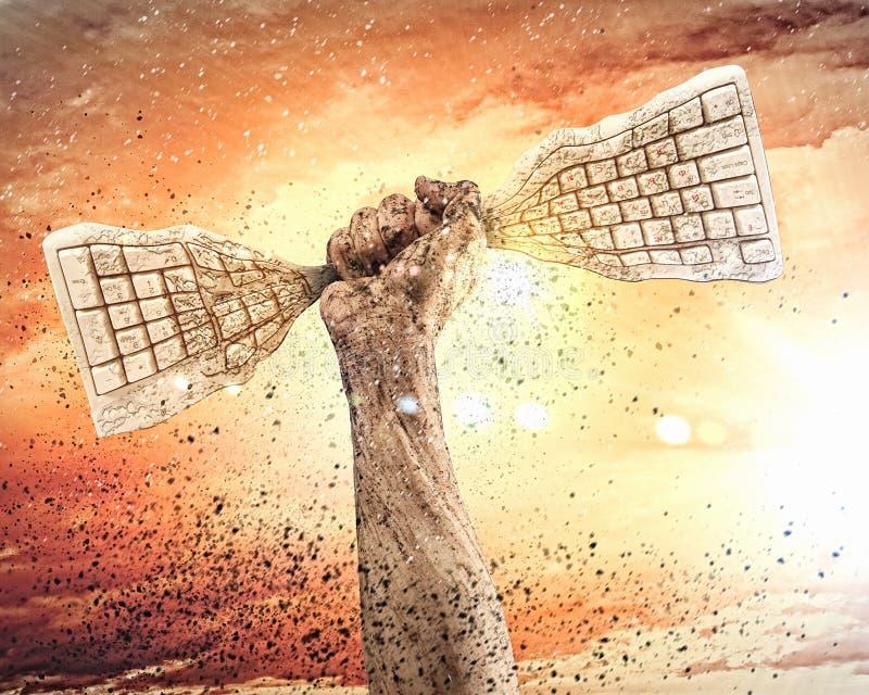 Menschliche Hand, die Tastatur zusammenpreßt lizenzfreies stockfoto