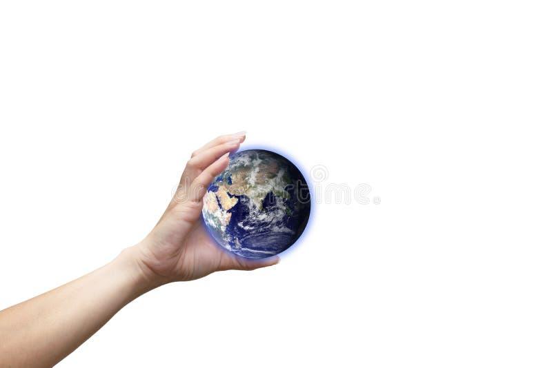 Menschliche Hand hält weißen Hintergrund der Kugelumwelt des Erdbildes zur Verfügung gestellt von der NASA stockfotos