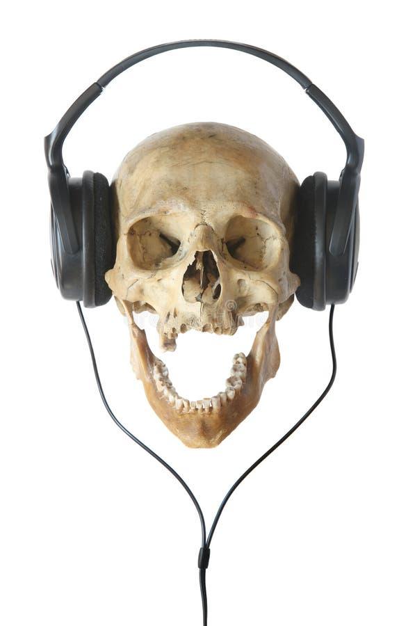 Menschlicher Schädel in den Kopfhörern. stockfotografie