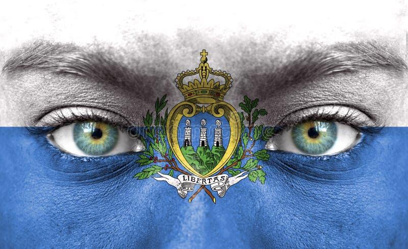 Menschliches Gesicht gemalt mit Flagge von San Marino lizenzfreies stockfoto