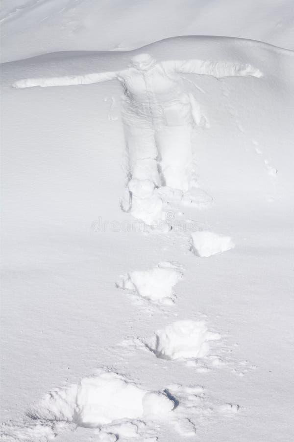 Menselijk die cijfer in de sneeuw wordt gestempeld royalty-vrije stock foto's
