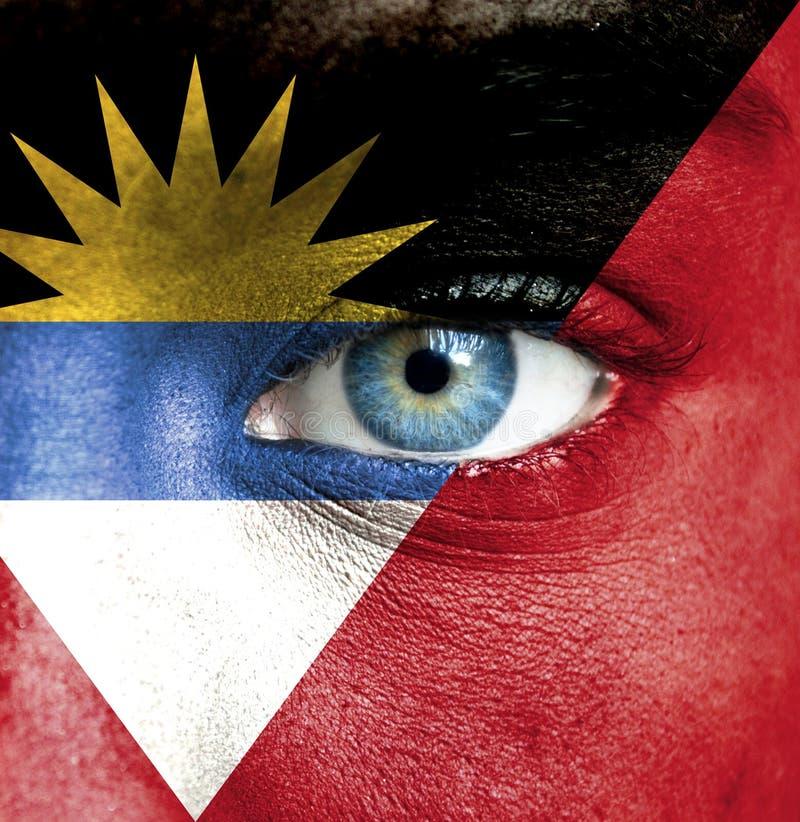 Menselijk die gezicht met vlag van Antigua en Barbuda wordt geschilderd royalty-vrije stock foto's