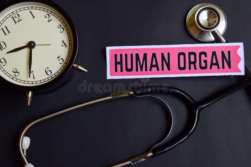 Menselijk Orgaan op het document met de Inspiratie van het Gezondheidszorgconcept wekker, Zwarte stethoscoop royalty-vrije stock foto