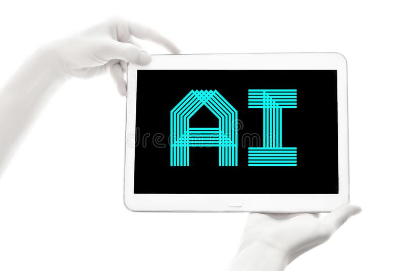 Menselijke bionische handen die elektronisch apparaat op witte achtergrond houden Kunstmatige intelligentie Futuristisch Concept stock foto's