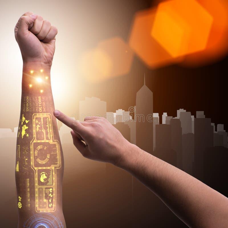 Menselijke robotachtig dient futuristisch concept in stock afbeelding