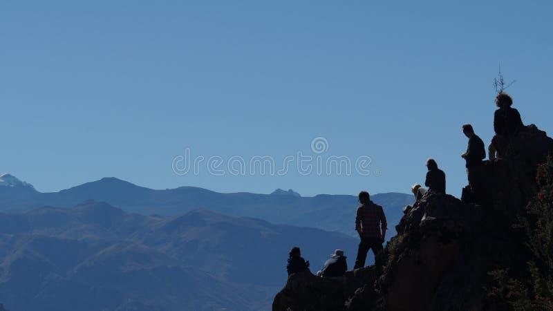 Mensen aan de bergkant royalty-vrije stock foto's
