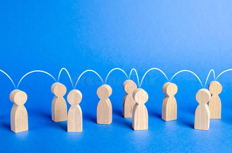 Mensen aan elkaar met een geestelijke koppelingslijn worden verenigd die Sociale verbindingen, mededeling organisatie Vraag naar  stock afbeelding
