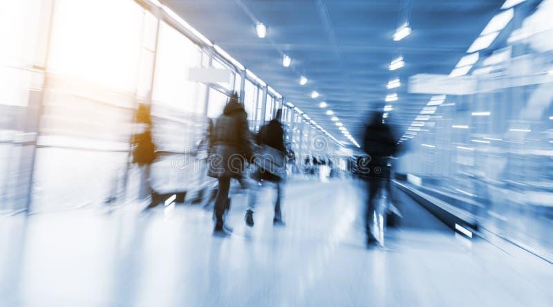 Download Mensen Bij Een Handelsbeurszaal Stock Foto - Afbeelding bestaande uit verkoop, congres: 107700234