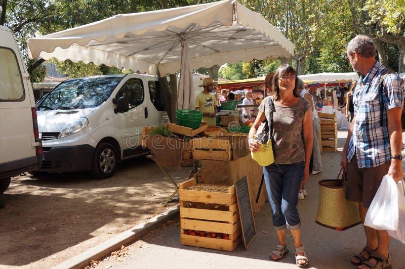 Mensen bij Franse markt royalty-vrije stock foto's