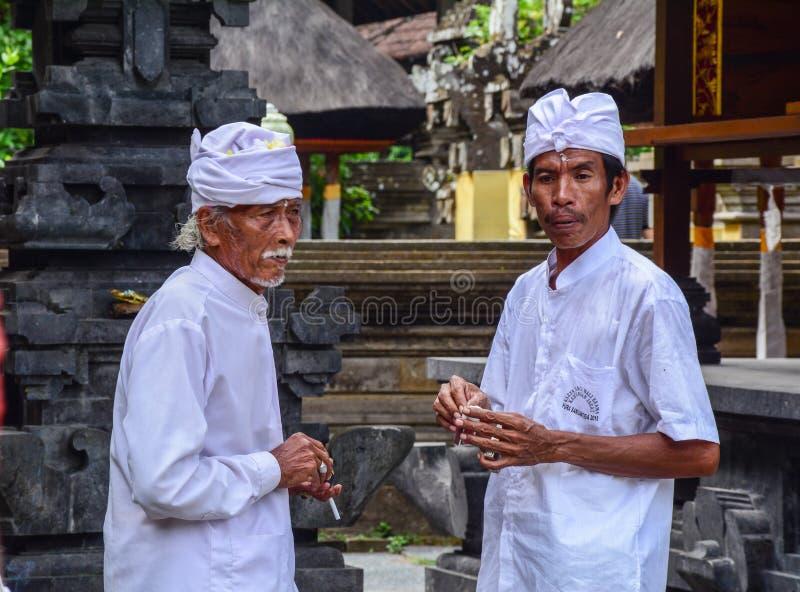 Mensen bij Olifantstempel in Bali, Indonesië stock foto