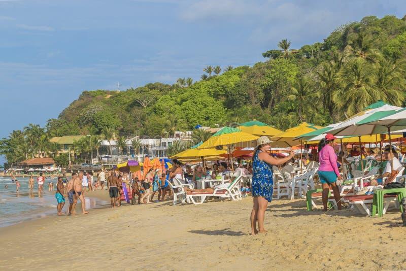 Mensen bij Strand in Pipa, Brazilië stock foto's