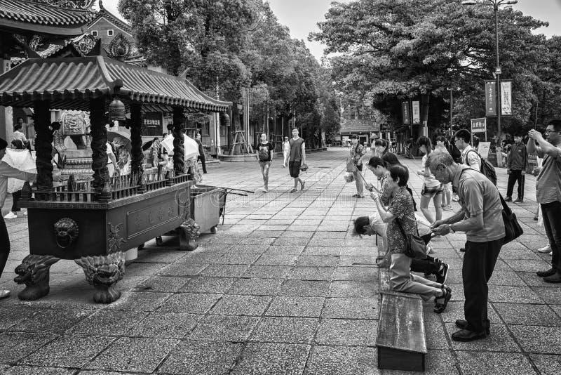 Mensen buiten Nanputuo-Tempel, Xiamen stock afbeeldingen
