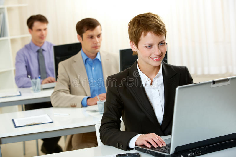 Mensen in bureau royalty-vrije stock afbeelding
