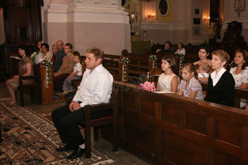 Mensen in christendomkerk stock foto's