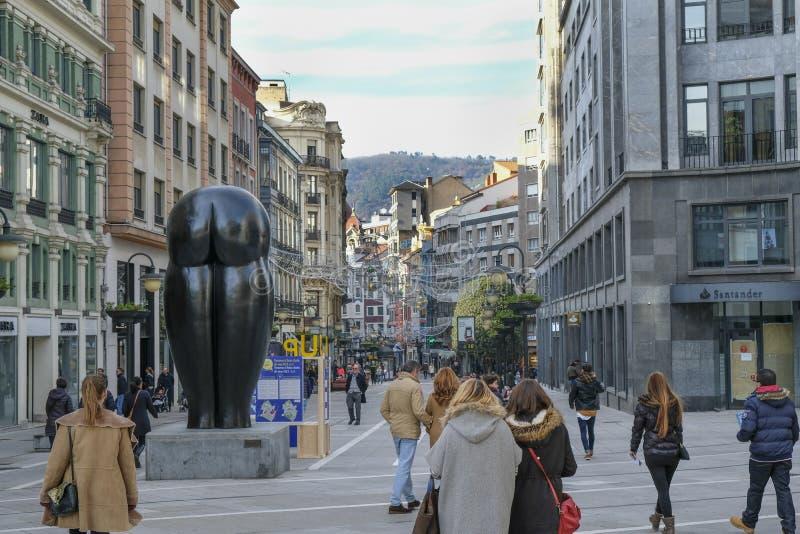 Mensen in de straat in Oviedo, Spanje royalty-vrije stock foto