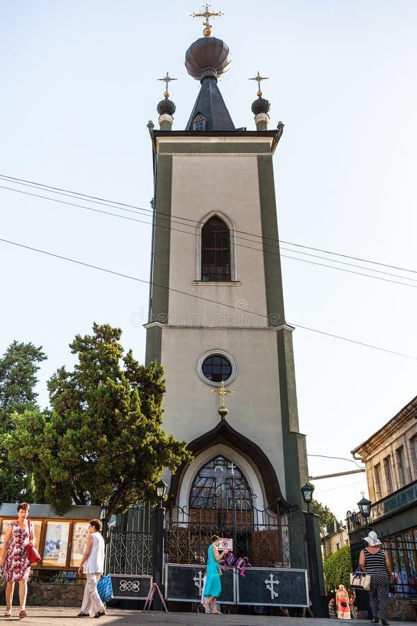 Mensen dichtbij de Kerk van Theodore Stratelates royalty-vrije stock afbeelding