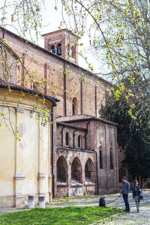 Mensen dichtbij Kerk van Eremitani in Padua stock foto's