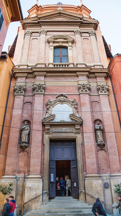 Mensen dichtbij Kerk van Santa Maria della Vita stock afbeelding