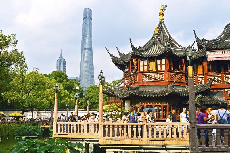 Mensen die Beroemde Yu-Tuin in Shanghai China bezoeken stock fotografie