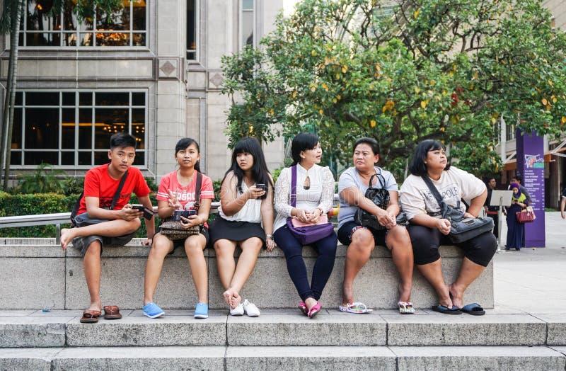 Mensen die bij het park in Kuala Lumpur, Maleisië ontspannen royalty-vrije stock fotografie